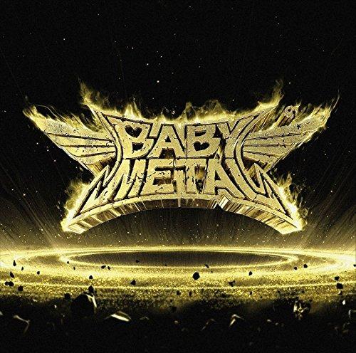 全米ツアーを成功させたBABYMETALと巨岩の上で踊り狂う男