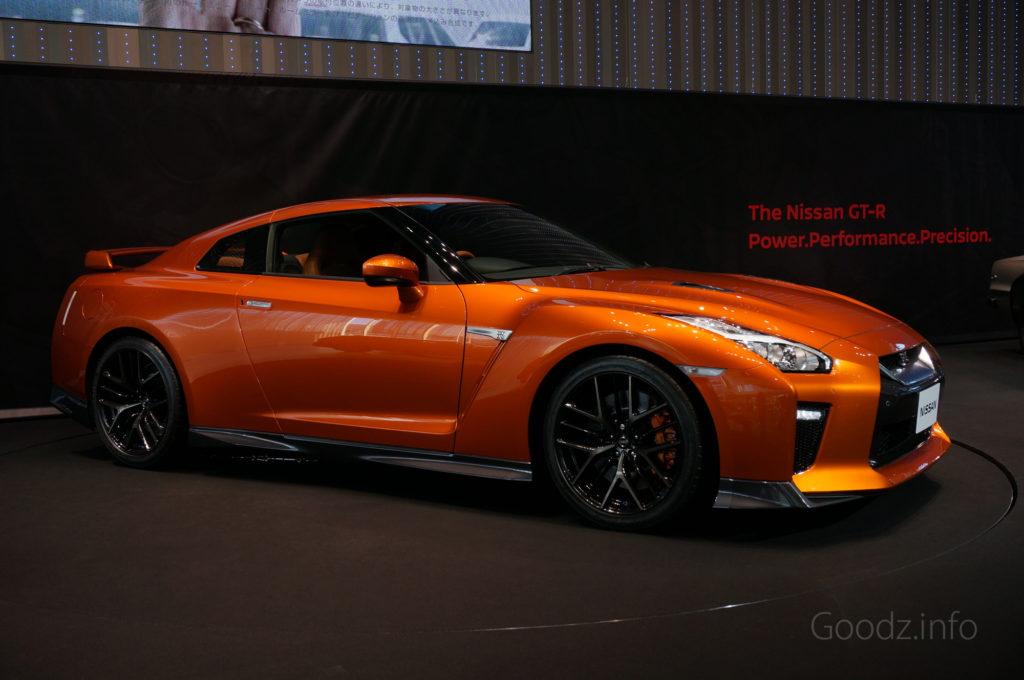 NISSAN GT-R 2017 アルティメイトシャイニーオレンジ サイドの様子