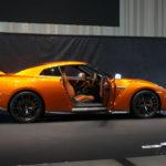 NISSAN GT-R 2017 アルティメイトシャイニーオレンジ ドアを開けたサイドの写真