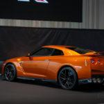NISSAN GT-R 2017 アルティメイトシャイニーオレンジ 斜め後方からの写真