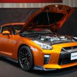 NISSAN GT-R 2017 アルティメイトシャイニーオレンジ ボンネットを開けた写真