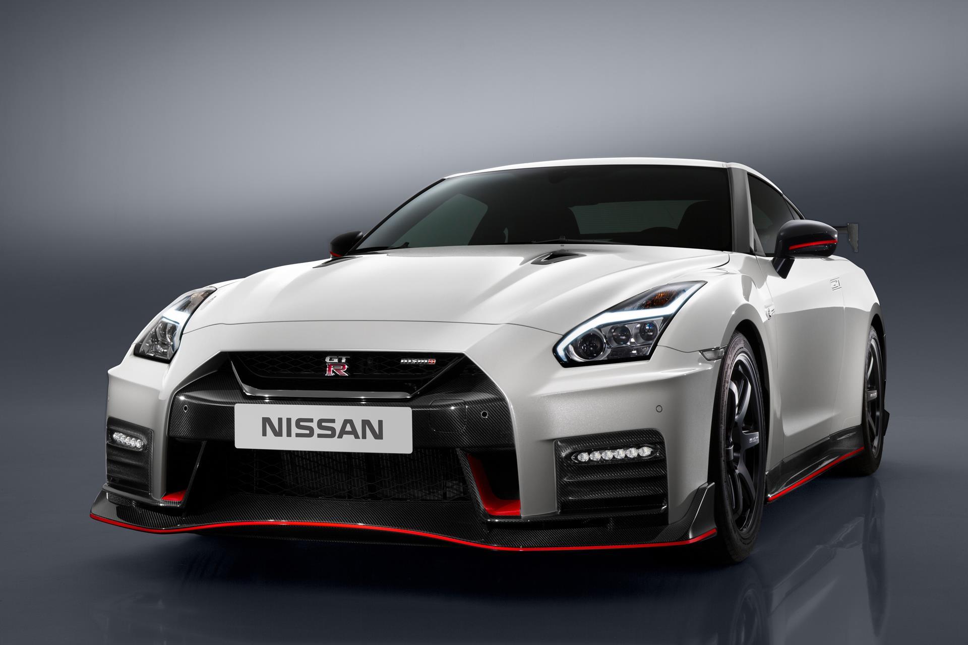 NISSAN GT-R NISMO フロント