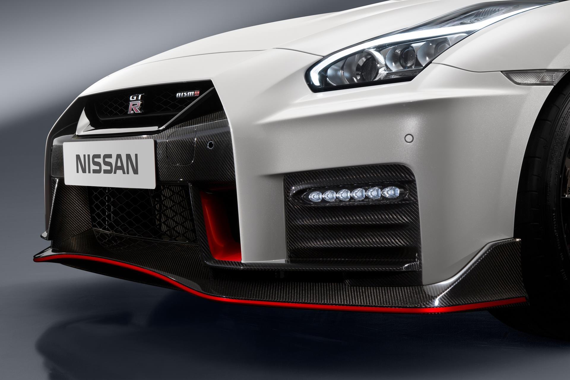 NISSAN GT-R NISMO 新しいバンパー形状