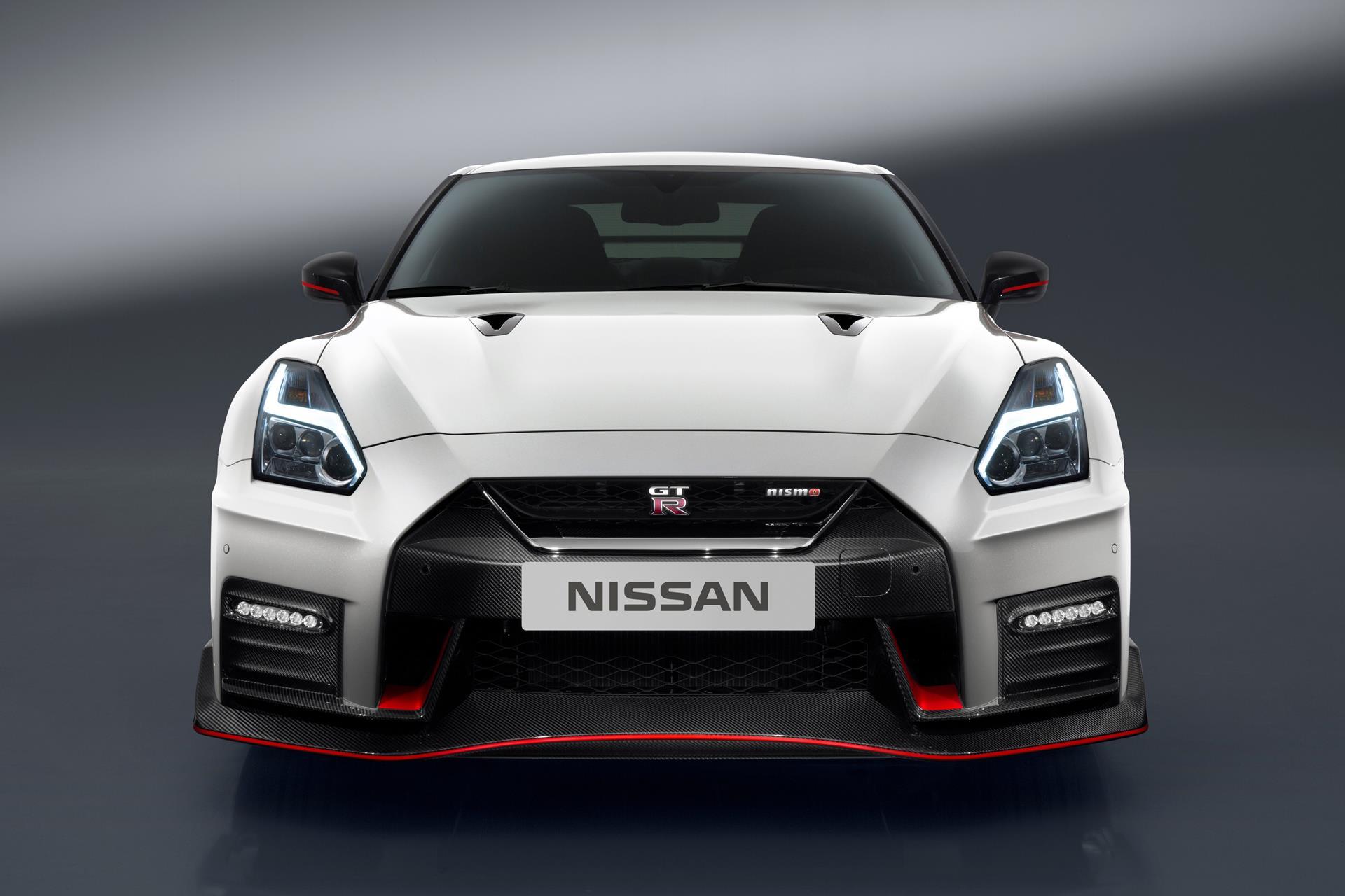 NISSAN GT-R NISMO 真正面のデザイン