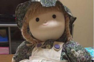 この人形の動画、怖すぎるって