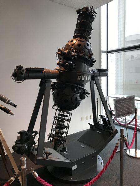 昔のプラネタリウム映写機